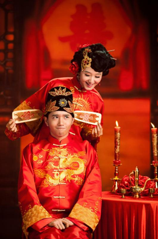 Chinese groom chinese wedding customs  sc 1 st  Easy Tour China - WordPress.com & Chinese Traditional Wedding: Must-haves for Bride and Groom « Easy ...