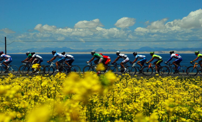 Cycling Qinghai Lake