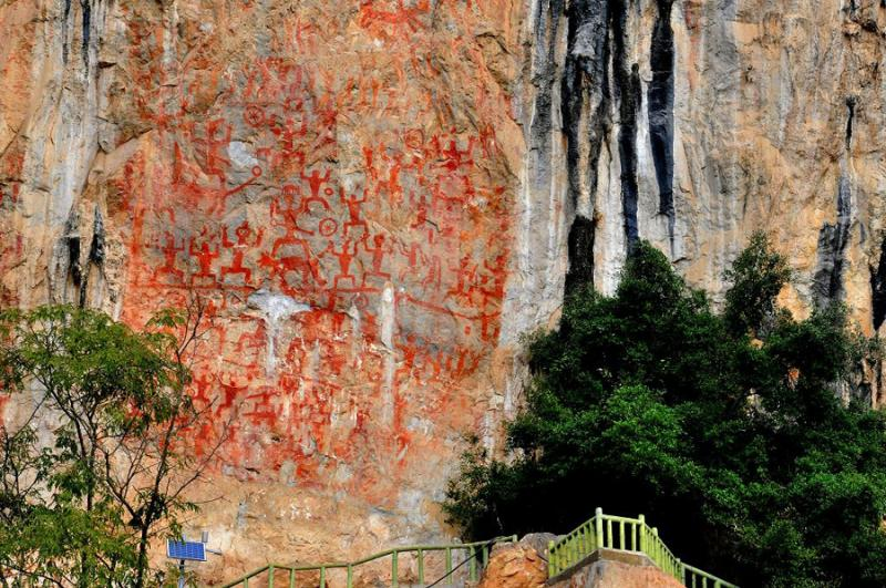 Guangxi tours to Huashan Mountain Murals