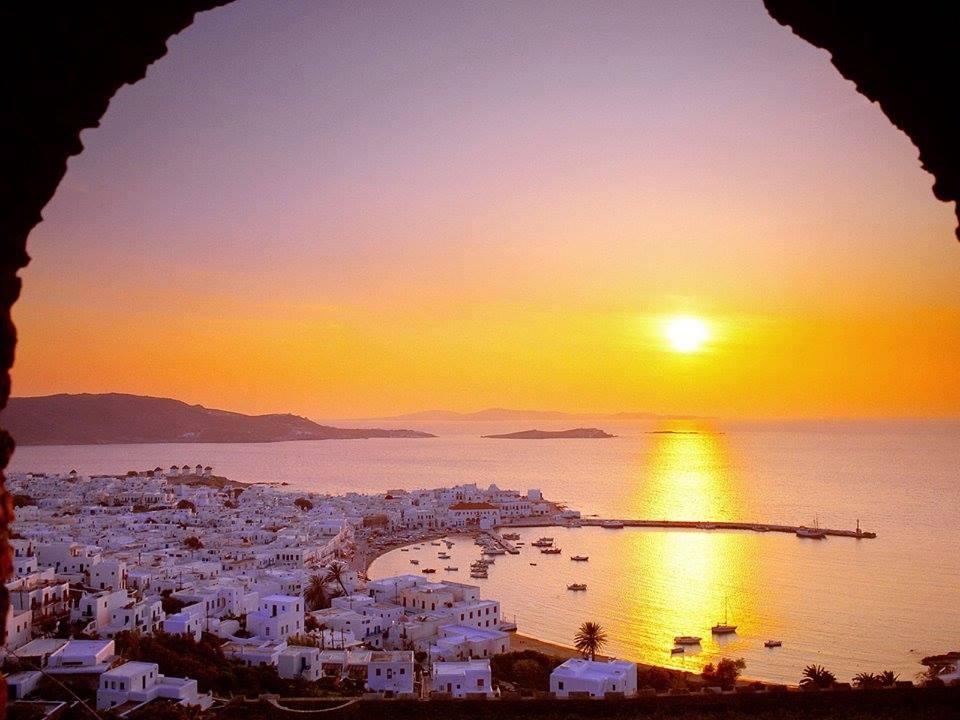 https://i0.wp.com/www.easytraveller.gr/wp-content/uploads/2016/01/Mykonos_Myconos_Island_Greece_Sunrise.jpg