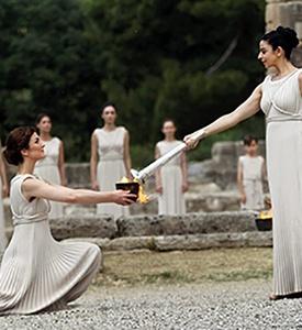/Olympic_Flame_Lighting_Olympia_Greece Capadocia Grecia clásica paquete