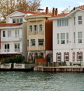 Istanbul_Turkey_Bosporus_Houses