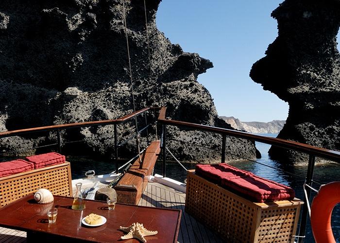 Santorini_Island_Greece_Volcano_Cruise_03