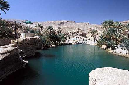 Unoasi nel deserto in Oman  Farsi il bagno ai quattro