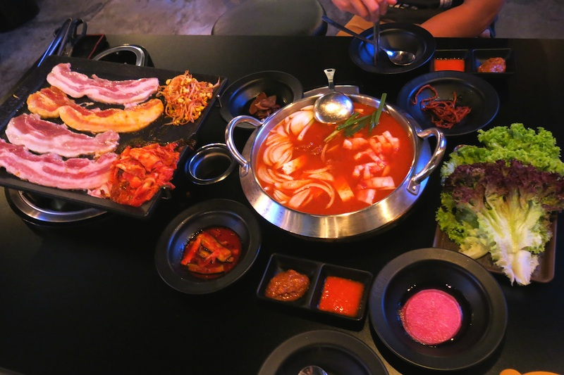 Eight Korean BBQ Four Colours Set with Stew