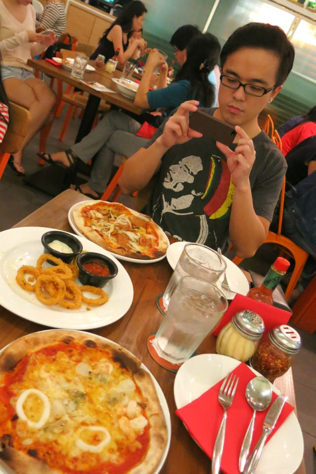 Delicious Pizzas and Pastas at Peperoni Pizzeria Suntec Branch