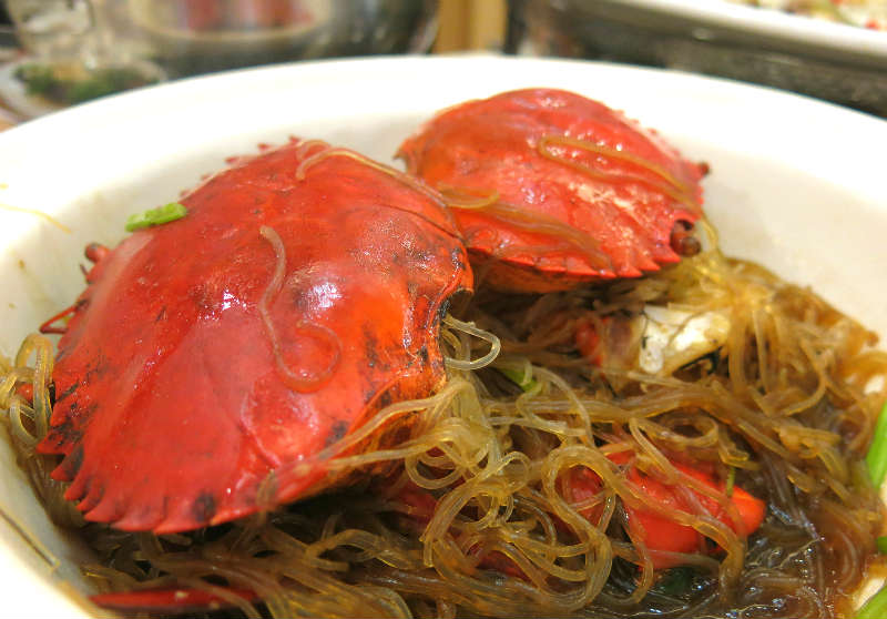 Resort Seafood Claypot Live Crab with Glass Noodles