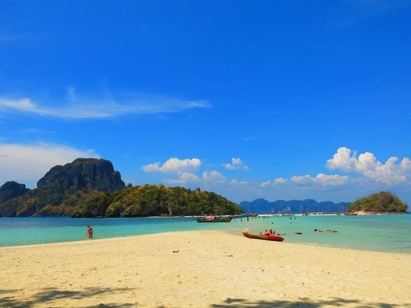 Krabi Sand Bridge between Koh Mor Island and Koh Tub Island
