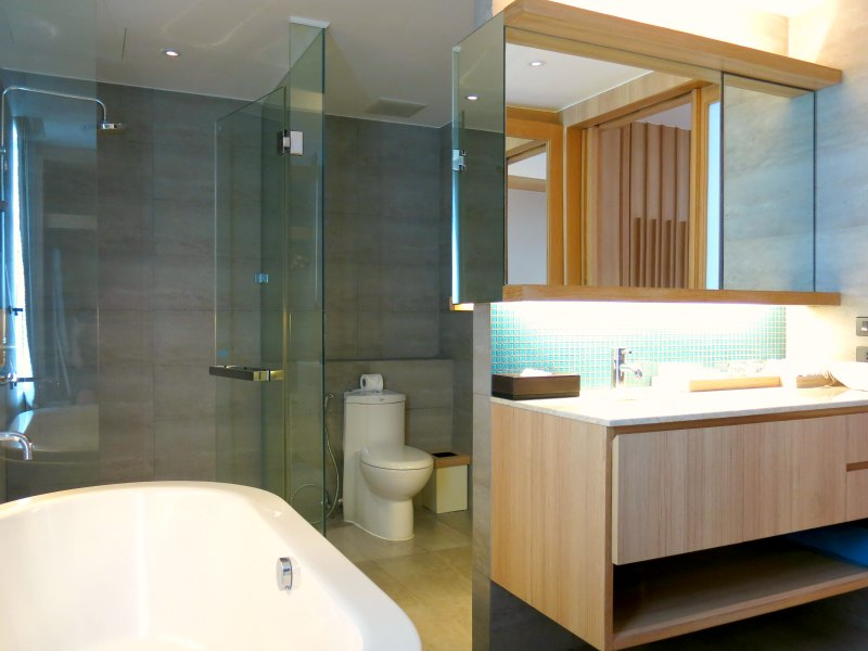 Nap Patong Atrium Suite Bathroom