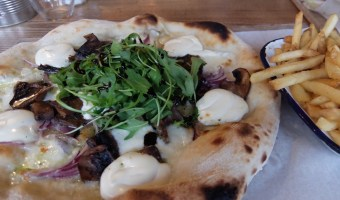 6/Cut Monton Review – Italian Sourdough Pizza Hits Monton