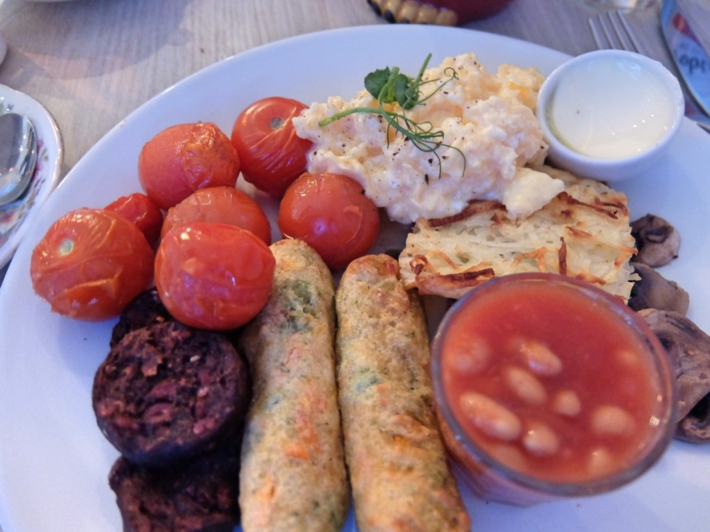 Delightful Veggie Breakfast at Vintage Ambiance