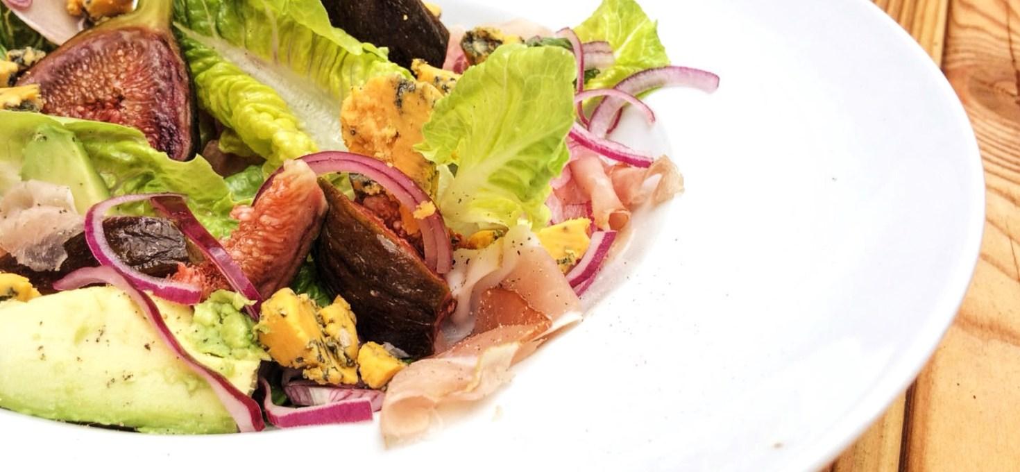 Salade met vijgen, parmaham en blauw aderkaas