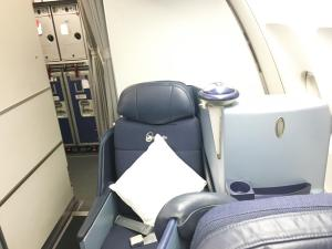 air-berlin-business-class-a330-200-ab-7495-auh-txl_aisle-seat-01