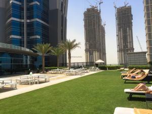 Hotel Review JW Marriott Marquis Dubai: Pool 7