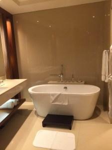 Hotel Review JW Marriott Marquis Dubai: Bathroom bath