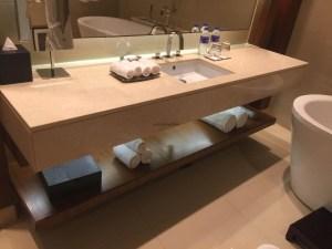 Hotel Review JW Marriott Marquis Dubai: Bathroom sink