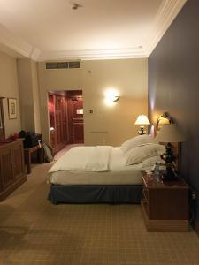 Hotel Review Le Meridien Fairway: bedroom