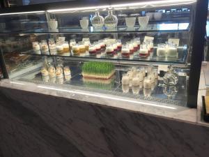 seasonal-tastes-westin-dubai-ahc-breakfast-o_muesli-yoghurt
