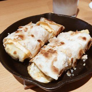 台南東區早餐|鐵門蛋捲。鐵板送來的酥皮蛋餅,還可帶寵物一起吃