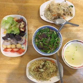 台南宵夜|侯湯食堂。從夜市到店面的炒米粉、豬血湯