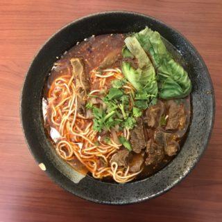 老重慶。隱身台南東區的平價晚餐,道地的重慶麻辣砂鍋