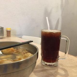 小豆豆鍋燒意麵。在地人從小吃到大的美食