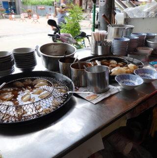 竹山廟口肉圓。連興宮廟口前的百年老店,讓在地人回味無窮啊~