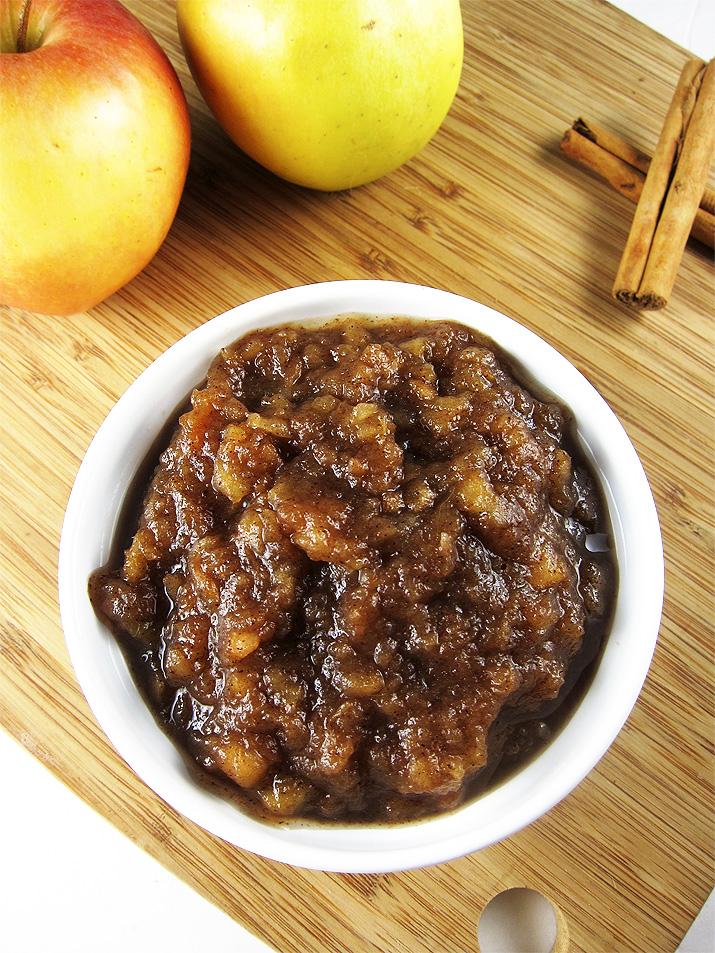 crockpot applesauce | www.EatLaughPurr.com