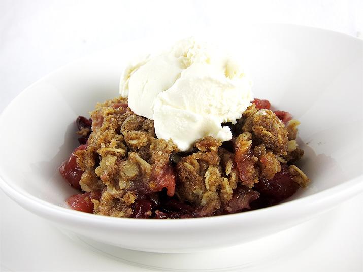 Apple Cranberry Crisp | www.EatLaughPurr.com