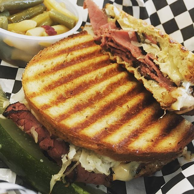 Pastrami Ruben to start the week off right. It fits and it's delicious. Never give up food groups. Learn how to eat what you love and have it work for you! For individualized performance and nutrition coaching DM us or follow the link in our bio and Start Today! #eatmorebefit #sandwich #ruben #pastrami #deli #realrood #lunch #monday #mondaymotivation #nutrition #flexibledieting #flexibleeating #macros #iifym #carbs #diet #exercise #postworkout #workout #fitfam #personaltrainer #ifpa