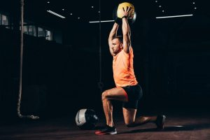 How to do an overhead lunge effectively