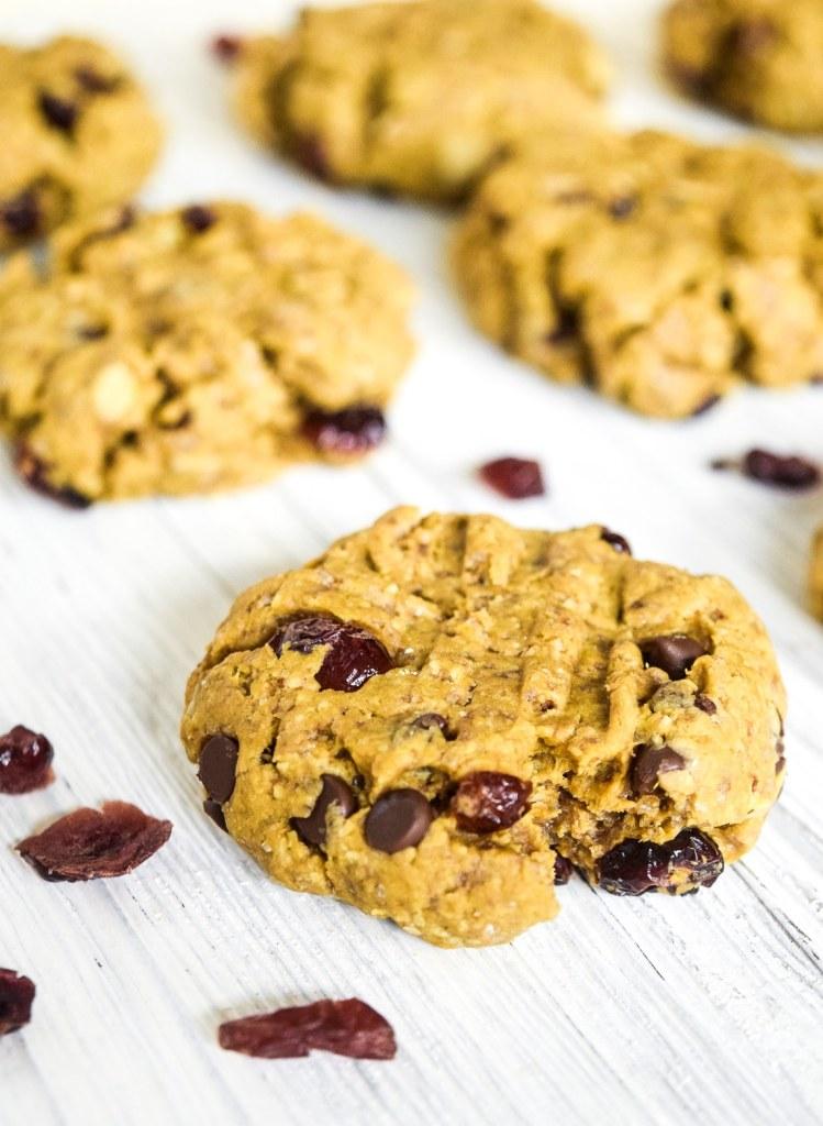 easy gluten free and vegan pumpkin breakfast cookies with sunbutter