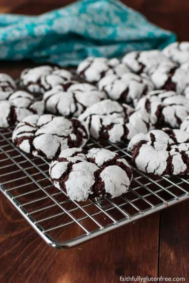 fudgy chocolate crinkle cookies for christmas