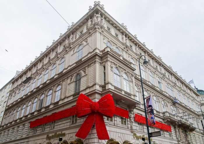 Red Bow, Vienna