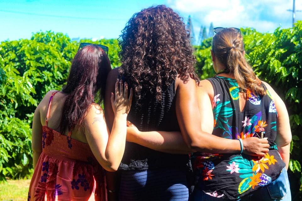 3 girls in Hawaii