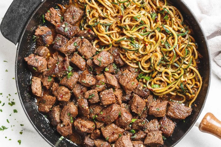 Garlic Butter Steak Bites with Lemon Zucchini Noodles - #recipe by #eatwell101