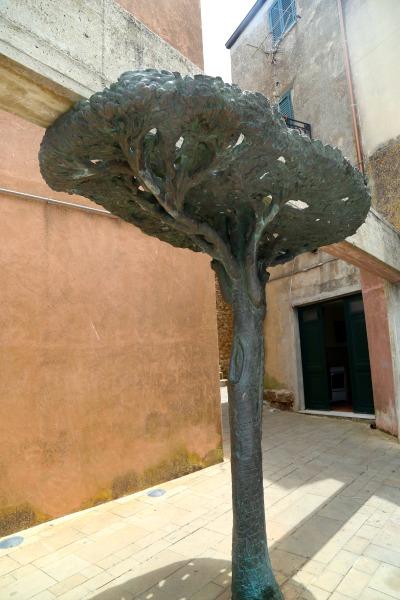 Sicily Pollina Mana tree