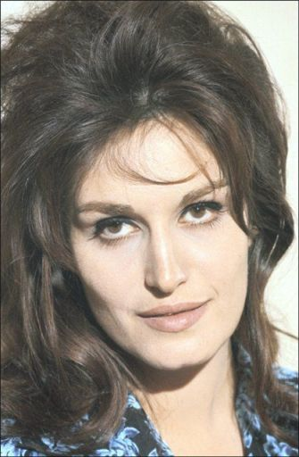 Get the 1960's makeup look of Dalida