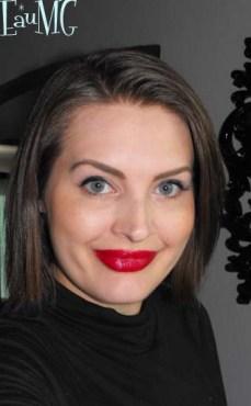 Get a 1950's makeup look