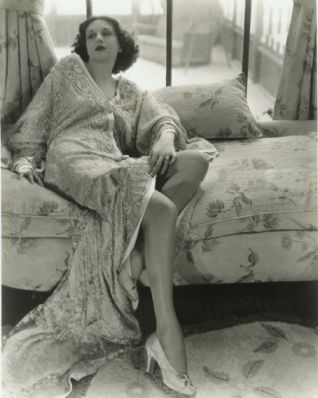 Estelle Taylor in lace gown