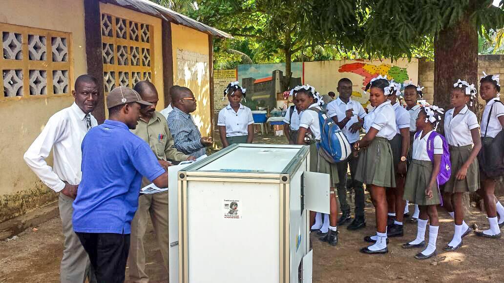 De l'eau dans les écoles à Haïti