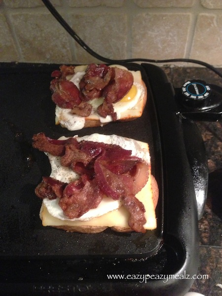 fried egg sandwich with bacon