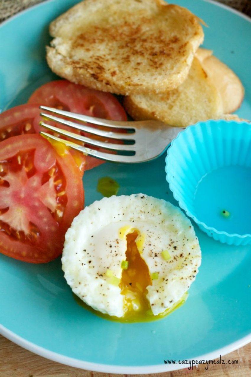 egg steamed, runny egg yoke in steamed eggs, easy egg breakfast