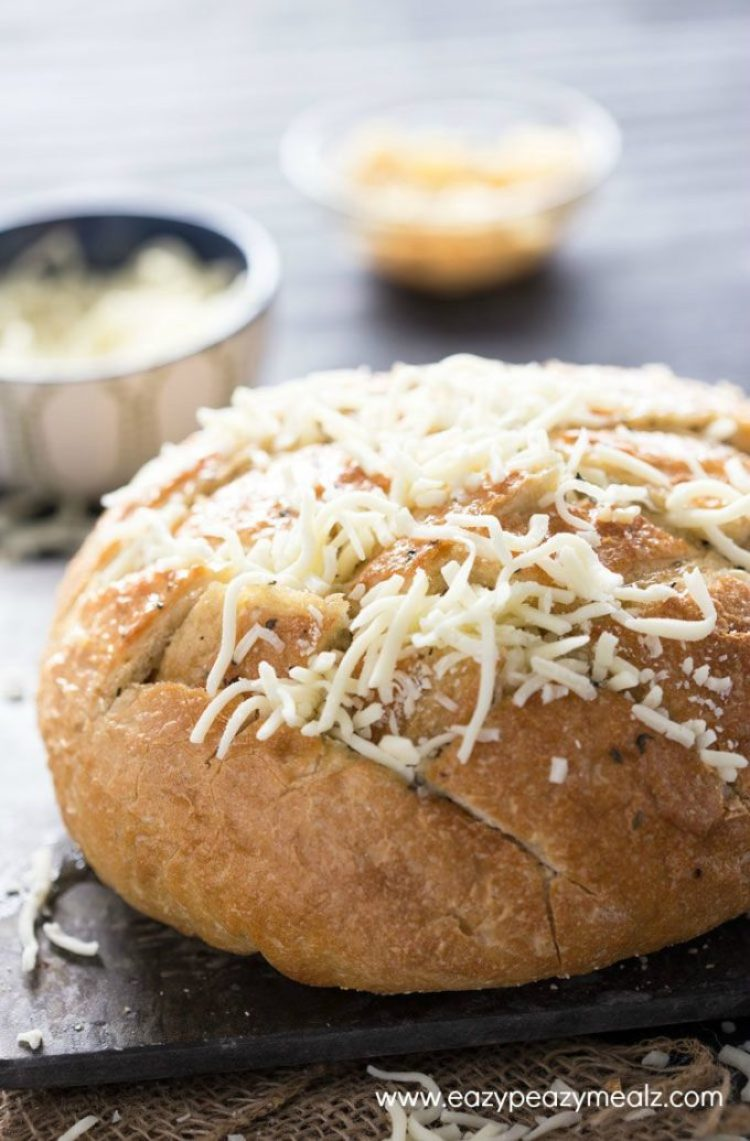 Cheesy Garlic Bread: This cheesy, garlic, pull-it bread is the perfect appetizer, takes only minutes to make, and is a real crowd pleaser.