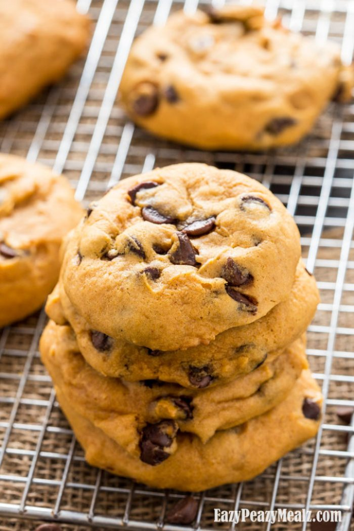 Stack-of-pumpkin-cookies