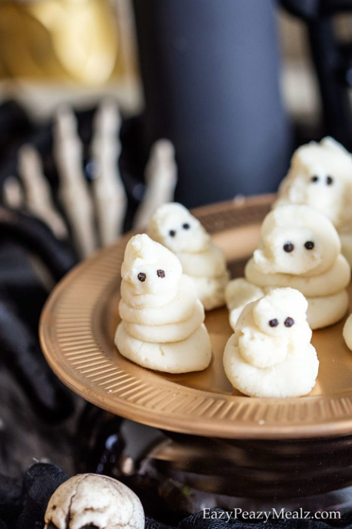 Mashed potato ghosts are a quick and easy, super cute and fun Halloween side dish. Use peppercorns or black sesame seeds for the eyes.