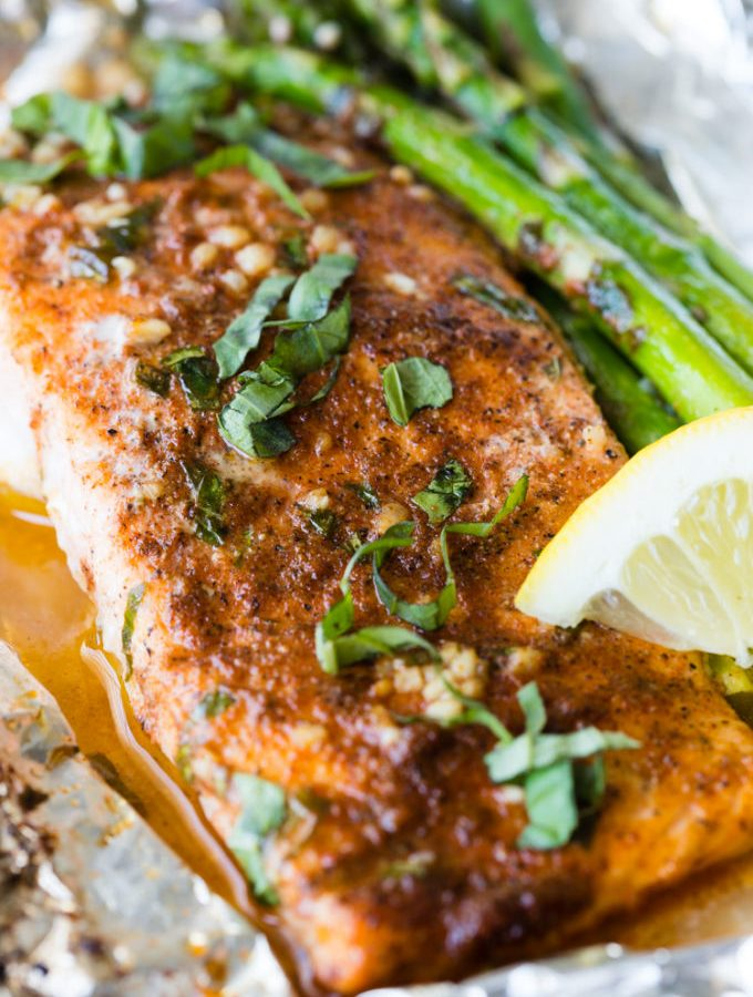Lemon Basil Salmon and Asparagus Foil Packets