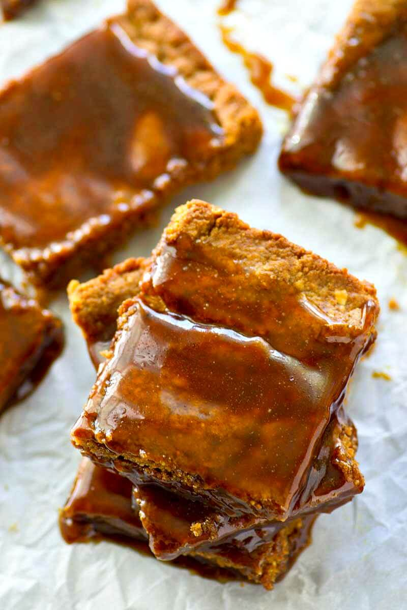 These flourless peanut butter caramel bars are any peanut butter/caramel lover's dream! They whip up in only minutes and are completely flourless and better for you.