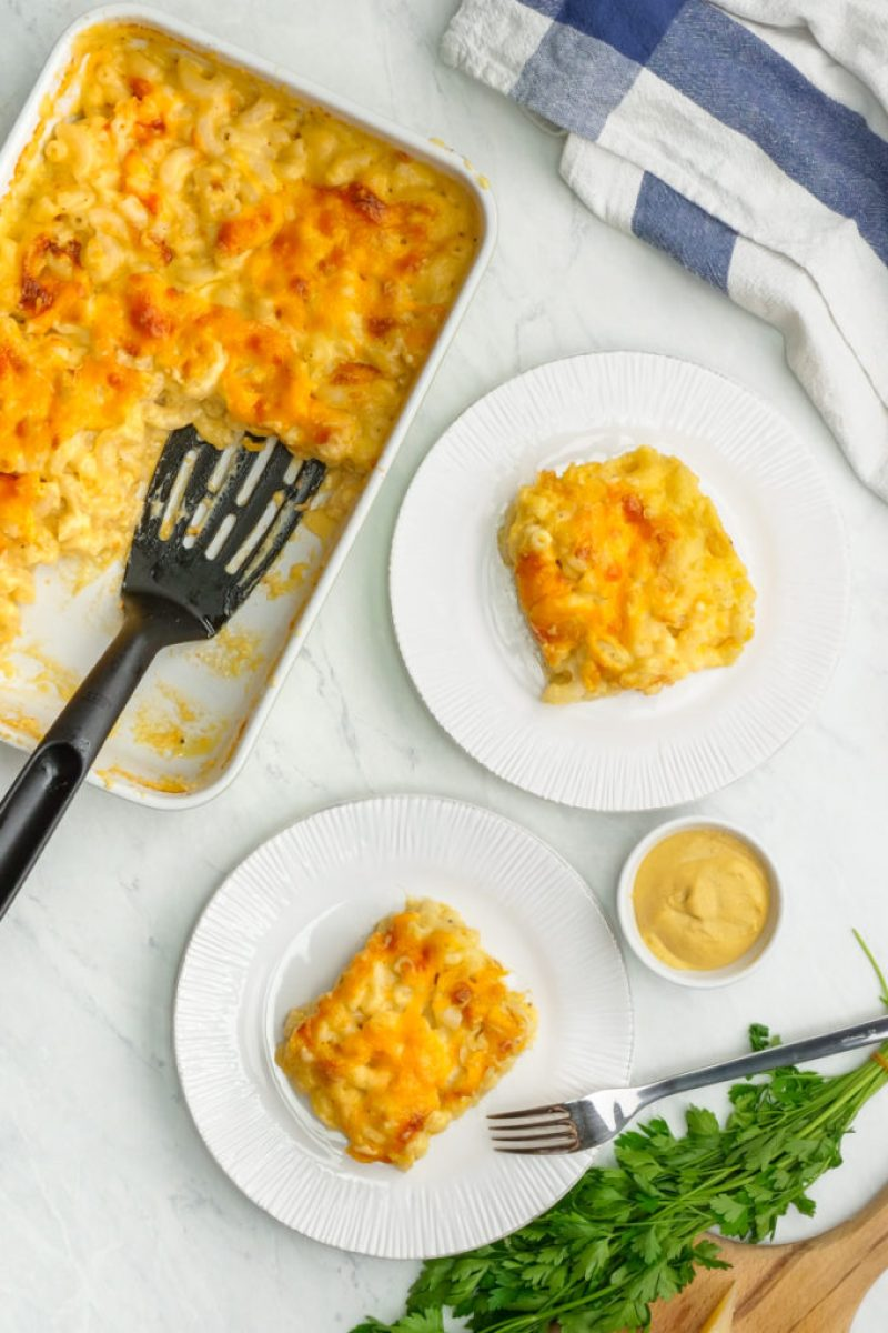 Delicious and easy creamy Mac and cheese casserole