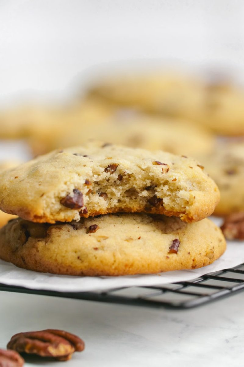 A delicious pecan sandies copycat cookie, watch out Keebler, these cookies are amazing.